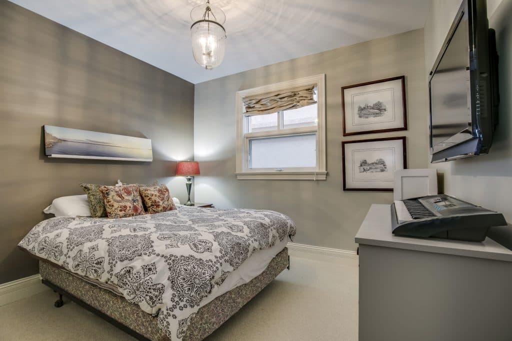 basement renovation bedroom
